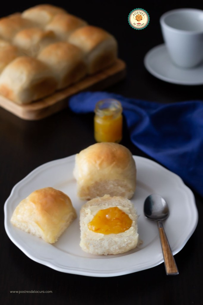 Panecillos caseros esponjosos sin huevo para el desayuno