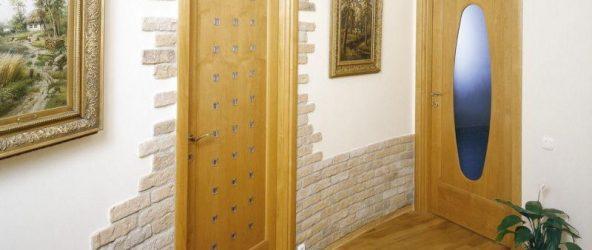 Чем покрыть стены в прихожей вместо обоев: идеи на фото