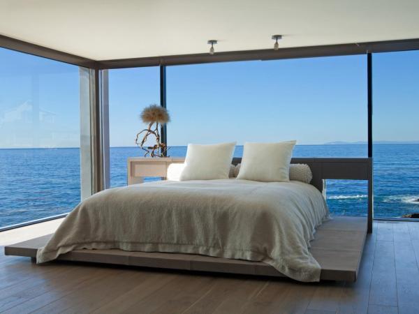 Спальня с видом на море: красивые фото
