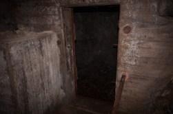 ...en dörr...