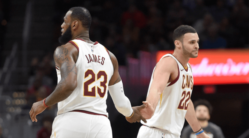 LeBron James ve Larry Nance Jr.