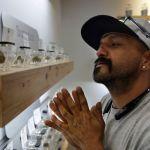 A varios días después de la legalización de la marihuana recreativa en Nevada, las tiendas se enfrentan a una escasez del producto