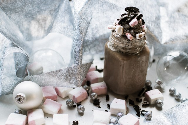 Chocolat chaud Oréos et marshmallows