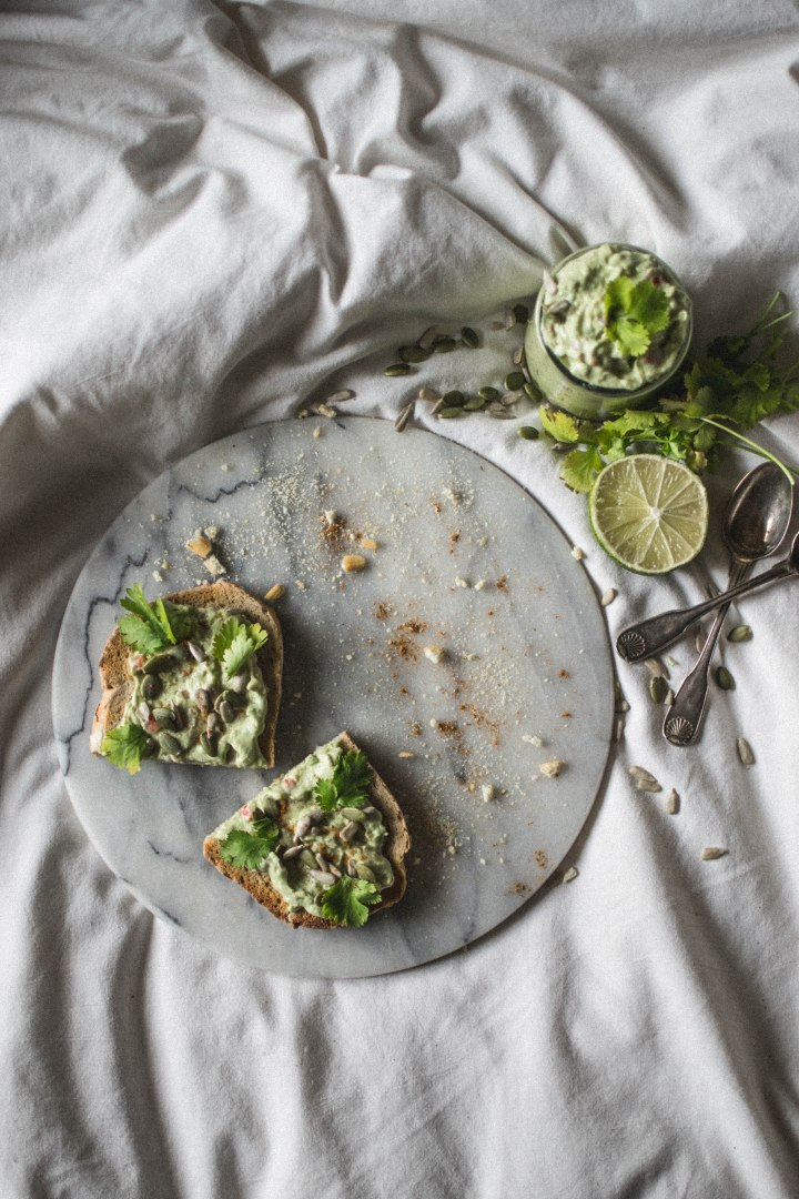Toast au guaca revisité graines coriandre potimanon