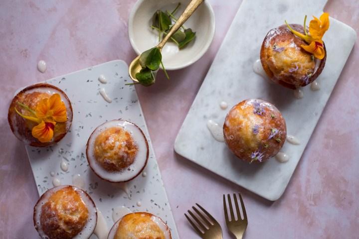 Mini-gâteaux à la clémentine et aux fleurs de romarin
