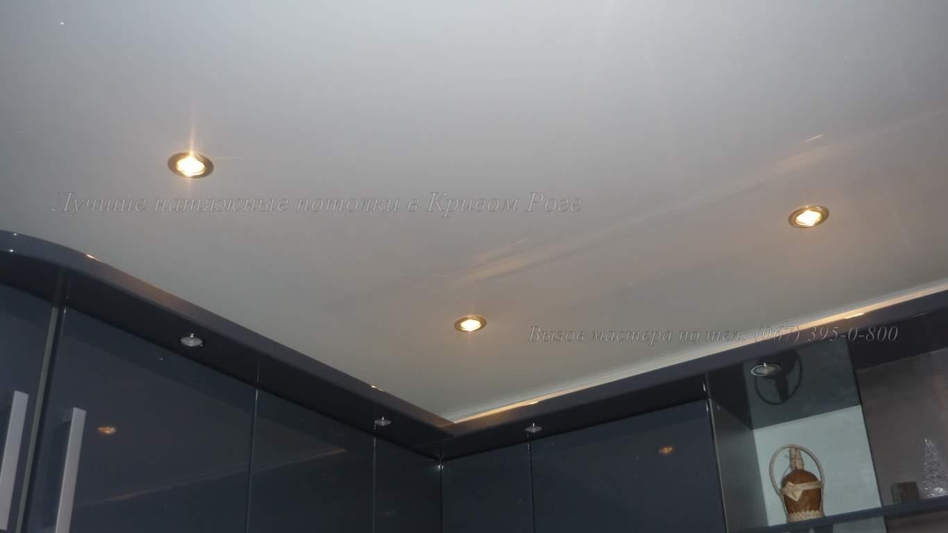 Белый глянцевый натяжной потолок в кривом роге