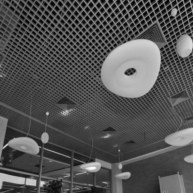 Подвесной потолок типа грильято GL15 Албес в интерьере