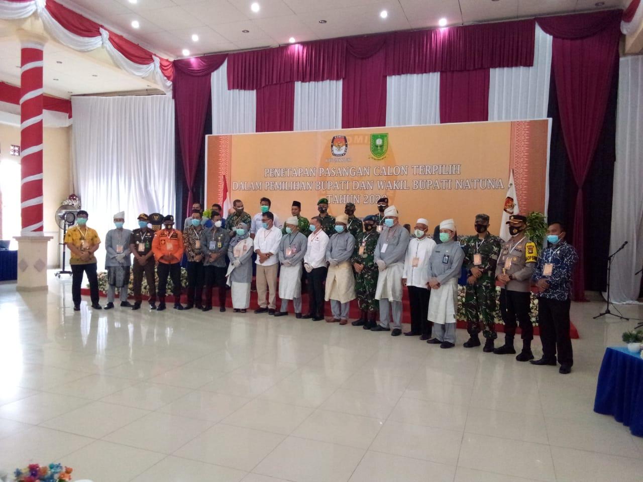 KPU Natuna Secara Resmi Tetapkan Wan Sis-Rodhial Sebagai Calon Bupati dan Wakil Bupati Natuna Terpilih