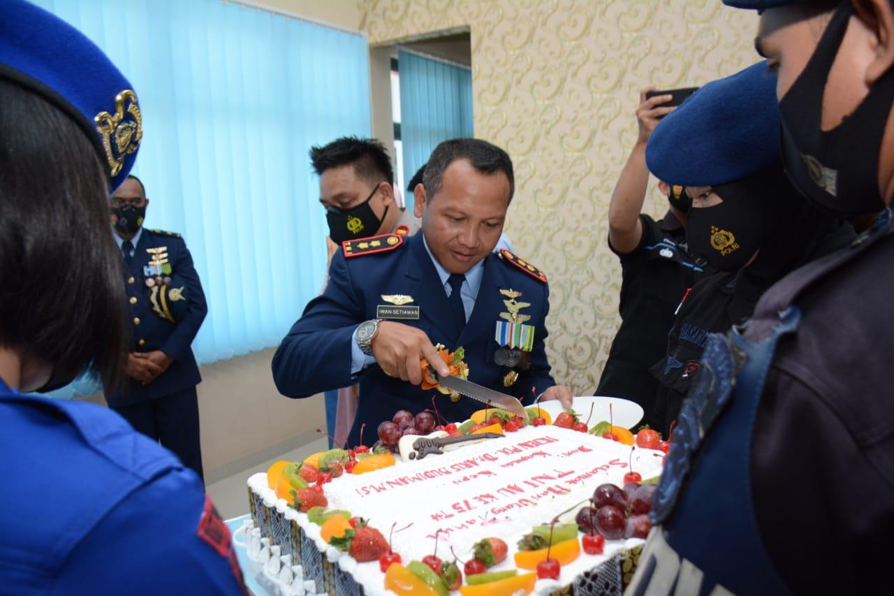 HUT TNI AU ke 75 Tahun 2021, Kapolda Kepri Beri Kejutan di Lanud Hang Nadim Batam