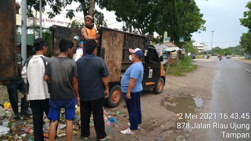 DLHK Pantau Sampah Guna Antisipasi Banjir di Pekanbaru