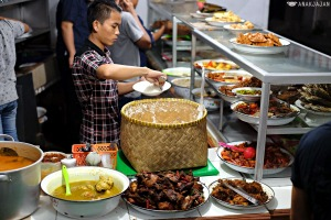 Kuliner  Lauknya Mewah! Warteg Gang Mangga Langganan Para 'Sultan' di Jakarta