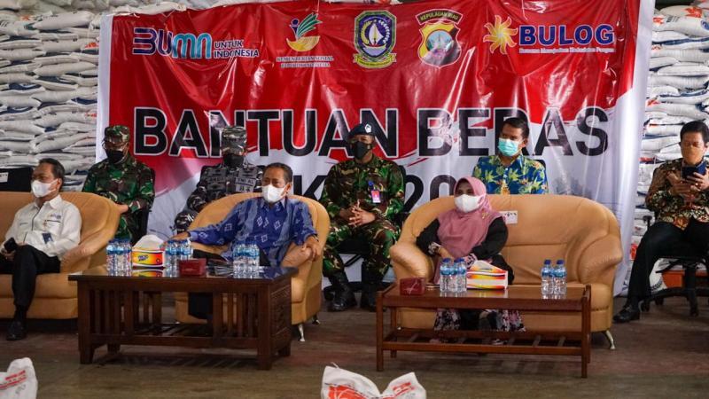 Gubernur Ansar Launching Penyaluran Bantuan Beras PPKM Darurat