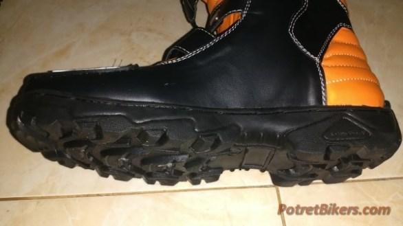 Sepatu Trail dan Sepatu Cross