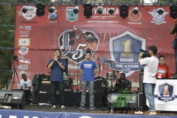 Mr. Dwi selaku perwakilan Promo PT. YIMM - Jatim, memberikan ucapan selama kepada suksesnya acara 1 Dekade Yamaha Vixion yang bertepatan dengan jamnas YVCi ke 5