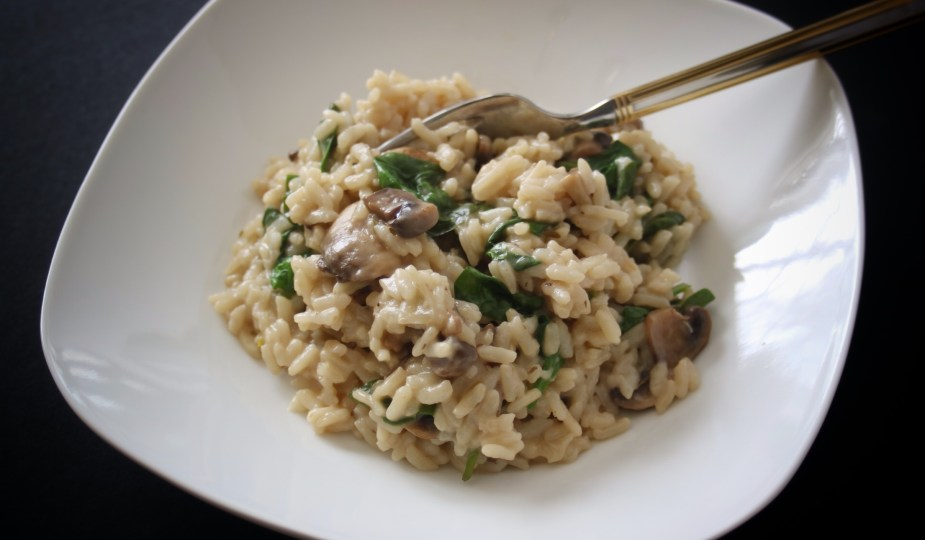 Mushroom + Spinach Risotto in the Instant Pot from potsandplanes.com