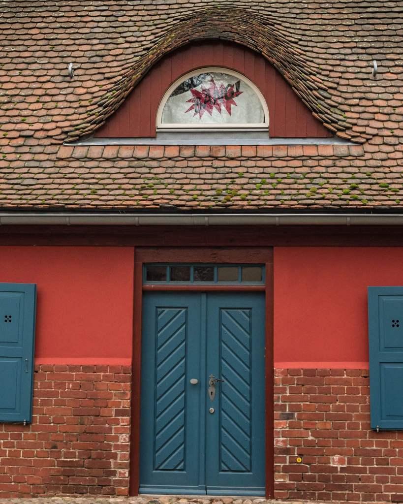 Typisches kleines Haus in Babelsberg mit Tür