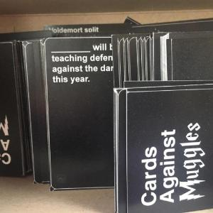 Recenze: Karty proti mudlům (Cards Against Muggles)