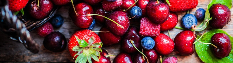 fresh berries to boost chickens immune system