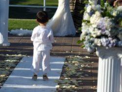 Confier les alliances aux enfants pour la cérémonie laïque