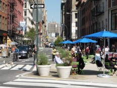 Broadway - Crédit : Transportation Nation - Kate Hinds http://www.wnyc.org/story/286731-union-square-pedestrian-plaza-unveiled-today/