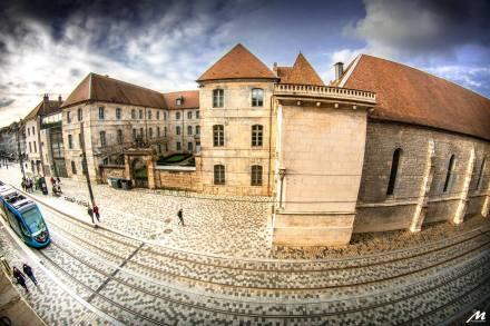 La piétonnisation de Besançon (France) a conduit à implanter un tramway et à valoriser l'espace public.