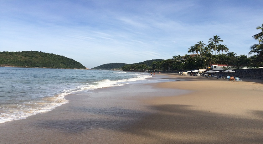 a Praia de pernambuco em Guarujá