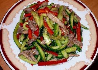салат из огурца и мяса