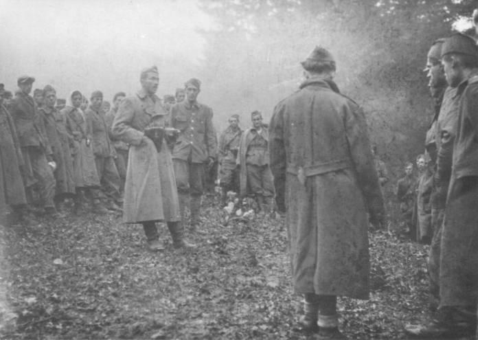 komandant prve prolet. brigade danilo lekić govori borcima uoči proboja preko sutjeske lipanj 1943