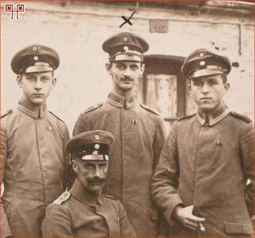 Otto Frank (stoji u sredini) kao vojnik u Prvom svjetskom ratu