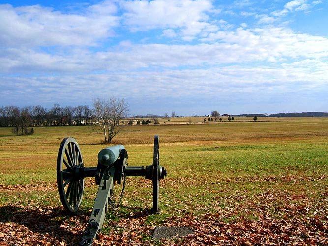 Konfederacijski top na Seminary Ridgeu usmjeren prema Cemetery Ridge