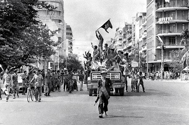 Crveni Kmeri slave ulazak u Phnom Penh i dolazak na vlast