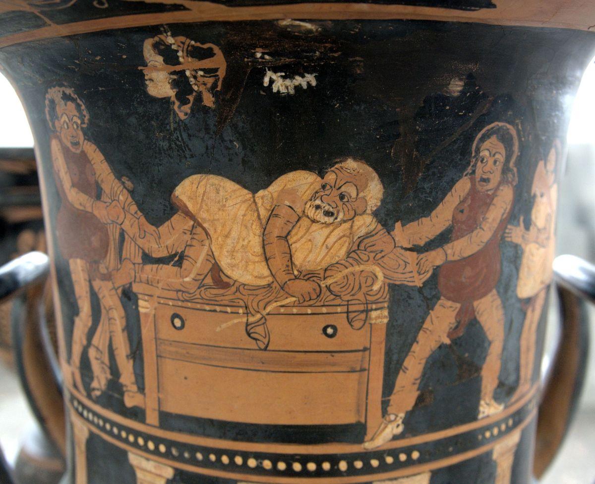 Grčka vaza oslikana prizorom iz starogrčke komedije