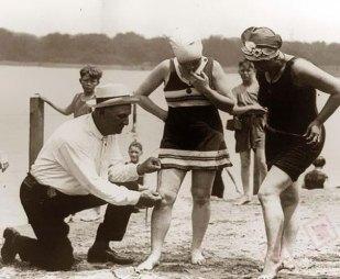 """Tijekom 1920ih na plažama su operirali """"službeni mjerači dužine kupaćih kostima"""" kako se ne bi ugrozio javni moral"""