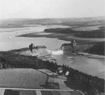 Probijena brana Möhne, fotografirao Jerry Fray iz svog Spitfirea PR IX