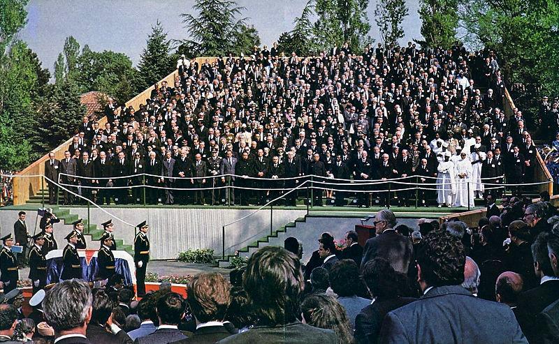 Najveći državnički sprovod u povijesti - 4 kralja, 31 predsjednik, 6 prinčeva, 22 premijera i 47 ministra vanjskih poslova. Delegacije su uključivale obje strane Hladnog rata i predstavnike čak 128 država od ukupno 154 članice UN-a u ono vrijeme.