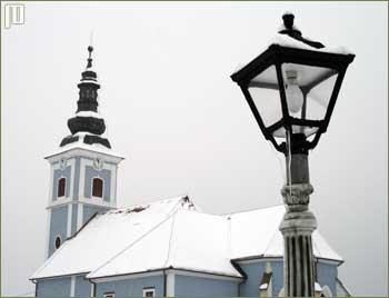 Pogled na župnu crkvu u Podturnu