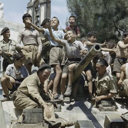 Talijanski dječaci na američkom tenku
