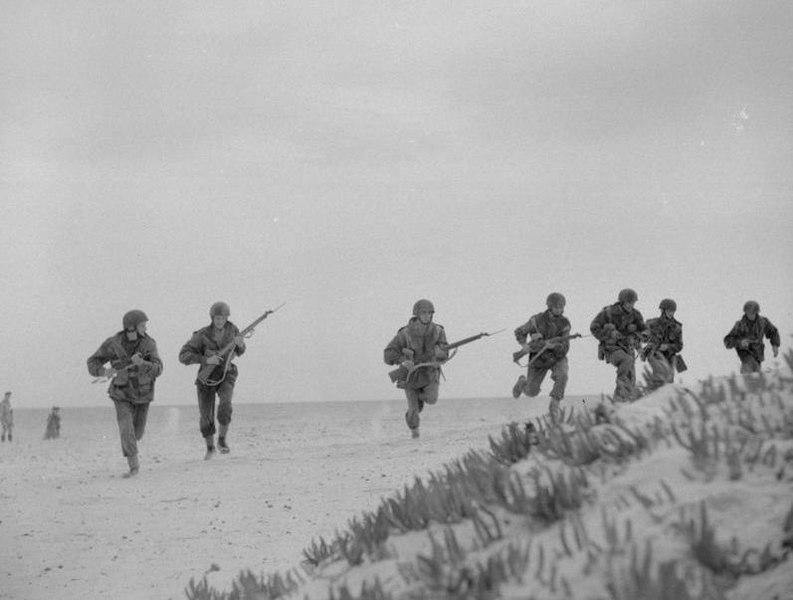 Trening za Siciliju, britanski padobranci u sjevernoj Africi.