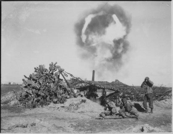 američki Long Tom (155mm) u okolici Nettuna opaljuje hitac