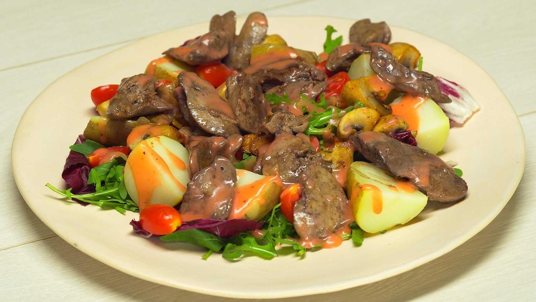 Теплый салат с куриной печенью (3044) | Povkusu.com