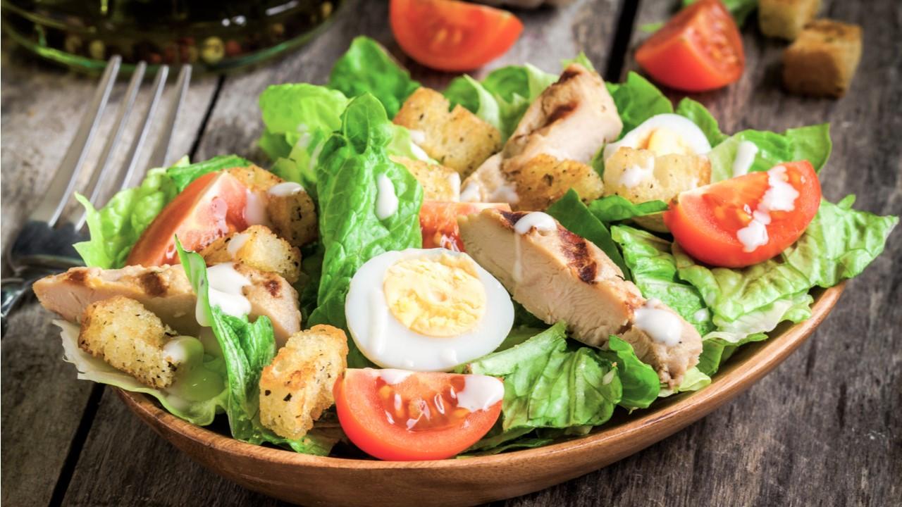 Салат Цезарь с куриными яйцами (5752) | Povkusu.com