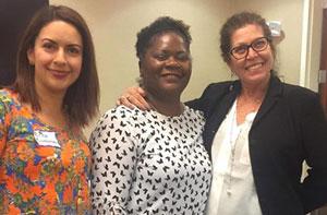 Los entrenadores de ECPR Érica Ruvalcaba-Heredia y María Ostheimer, con Lisa Parks (centro), coordinadora de capacitación para la Red de Atención del Comportamiento del Valle Medio en la capacitación de 2 días de eCPR en español en Salem, Oregón (17-18 de octubre de 2018)
