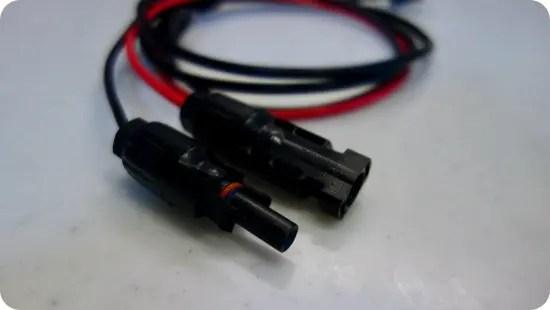 折り畳みソーラーパネルの接続方法 MC4