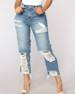 Women Capri Length Distressed Denim Jeans