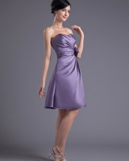 A-line Flower Satin Knee-Length Bridesmaid Dress with Sweetheart Neck
