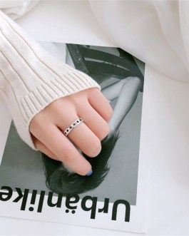 Retro Hollow Five-pointed Star Ring