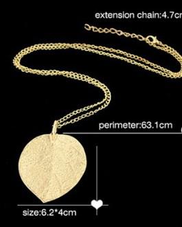 Alloy Leaf Design Pendant Necklace