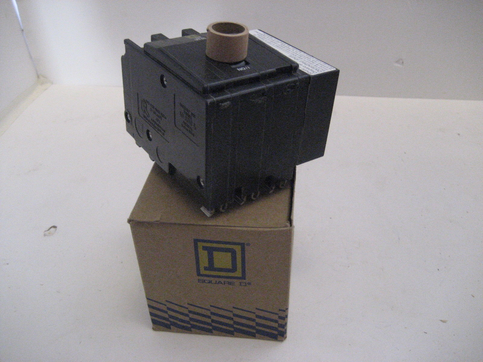 new in box square d qo31001021 3 pole 100 amp