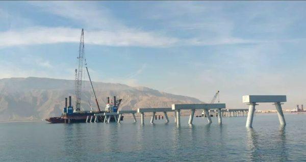 بالفيديو ..فى اقل من عام ..أوراسكوم للإنشاءات تستكمل بناء الرصيف البحرى لاستقبال مراكب الغاز العملاقة بميناء السخنة التابع لـ سوميد