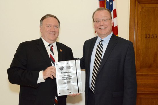 MIC Chair Dennis McNeal presenting the MIC Chairman's Award to Representative Mike Pompeo (R-KS).